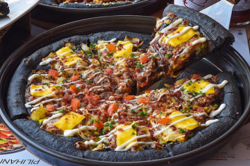 Black Pizza Wonder Food Indonesia