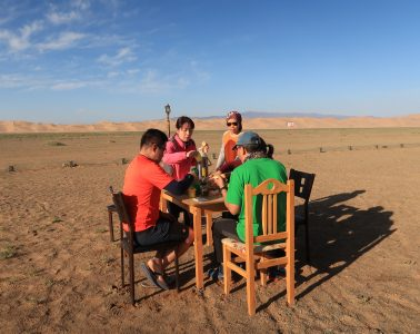 eat-in-mongolia-desert