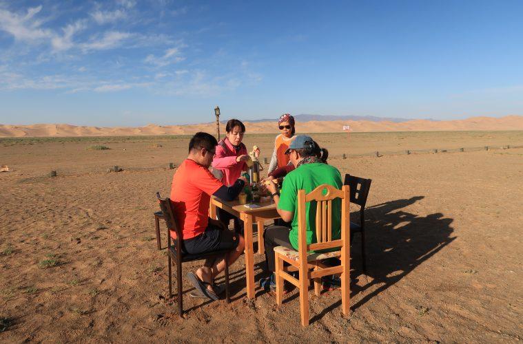 eat-in-mongolia-desert